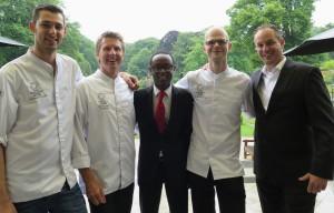 Van links naar rechts: chef Panagakis, chef Alders, sommelier Vrienden van Jacob Milton Verseput, chef Stomphorst, JRE Nederland voorzitter Rik Jansma (Basiliek, Hardewijk)
