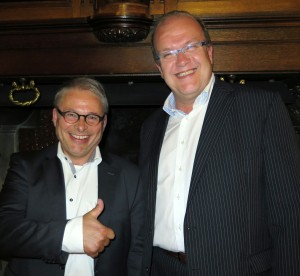 Jan Theunissen, voorzitter Koninklijke Horeca Nederland afdeling Roermond (links) en Hein Jambroers van City Marketing Roermond
