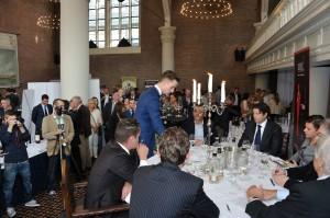 Talentvol Sommelier 2014 Koen van der Plas vorig jaar in actie tijdens de Showcase GaultMillau/ 25e Proefschrijft Wijnconcours