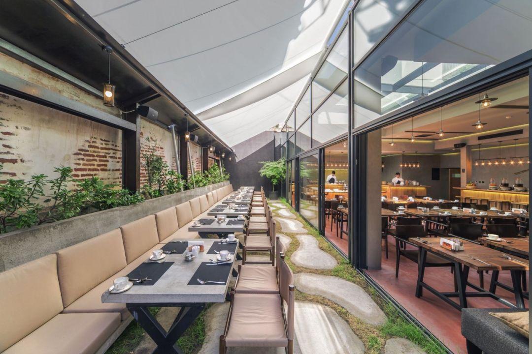 Dakrestaurant Iota Hotel