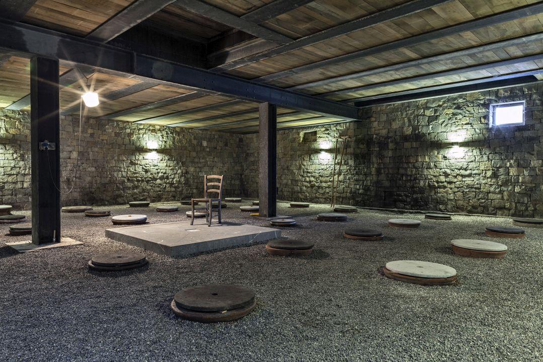 wijnkelder met ingegraven amfora's