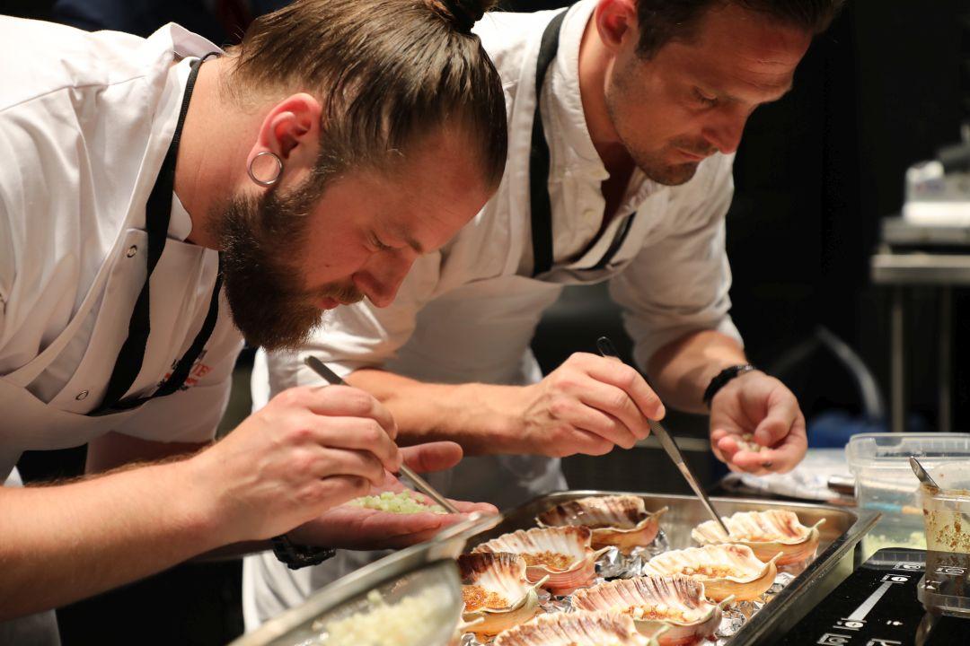 Het Deense team aan het werk