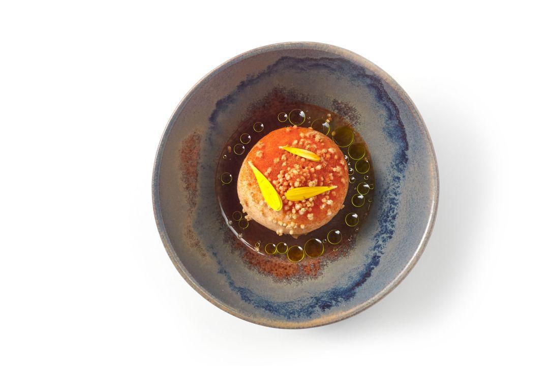 Panna cotta van yoghurt met bereidingen van tomaat en lavas